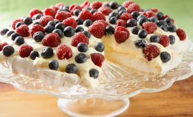Pavlova with Whipped Cream and Fruit